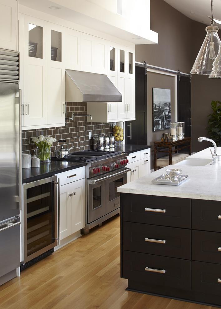 Оригинальный дизайн интерьера кухни в классическом стиле от Urrutia Design