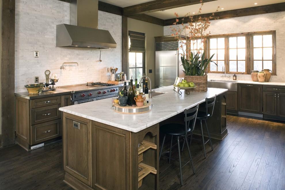 Оригинальный дизайн интерьера кухни в классическом стиле от Sylvia Martin