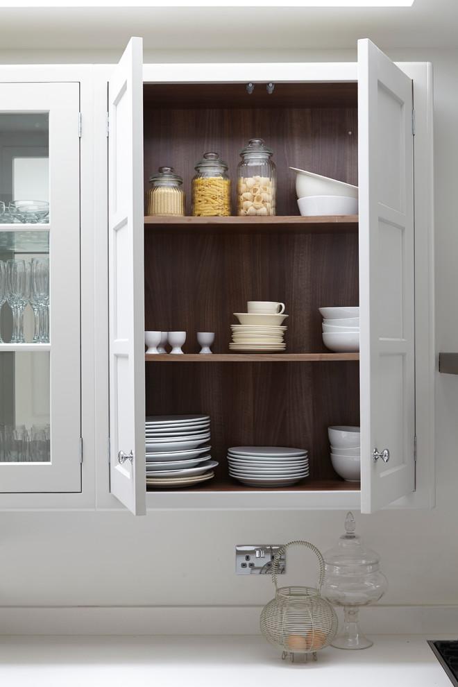 Деревянный шкаф для посуды