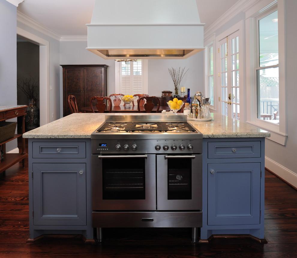 Синие кухни в интерьере: ящики кухонного острова в дизайне интерьера от Carla Aston | Interior Designer