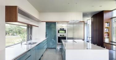 Бирюзовые оттенки в ретро-стиле кухни от Alterstudio