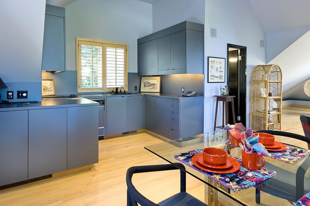 Дизайн интерьера кухни в оттенках морской синевы от Mark Pinkerton - VI360 Photography