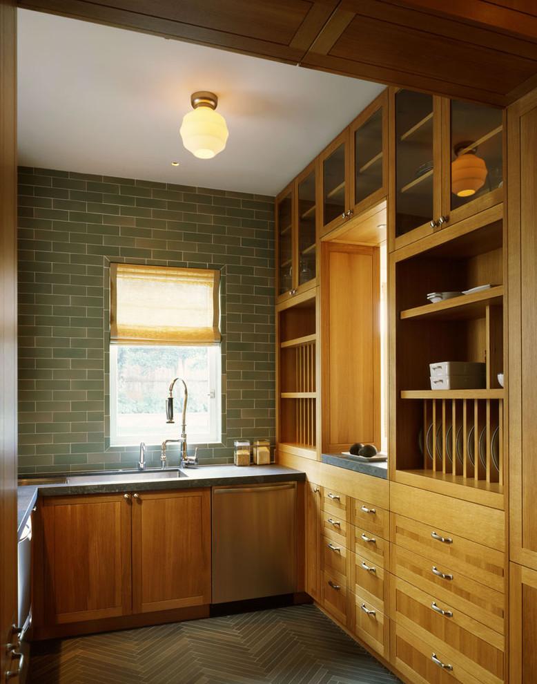 Плитка зелёного оттенка в интерьере кухни от Schwartz and Architecture