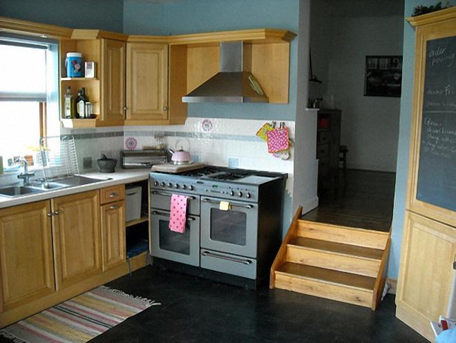 Чёрные полы в дизайне интерьера кухни