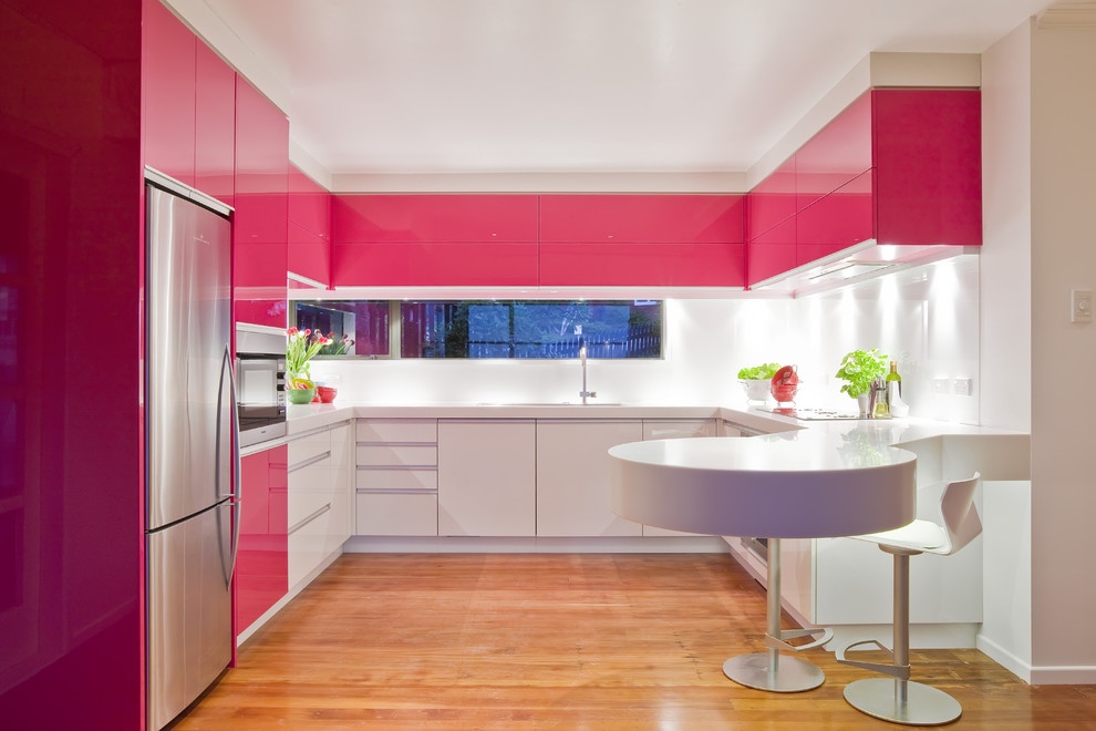 Стильный дизайн интерьера кухни в розовом цвете от Mal Corboy Design