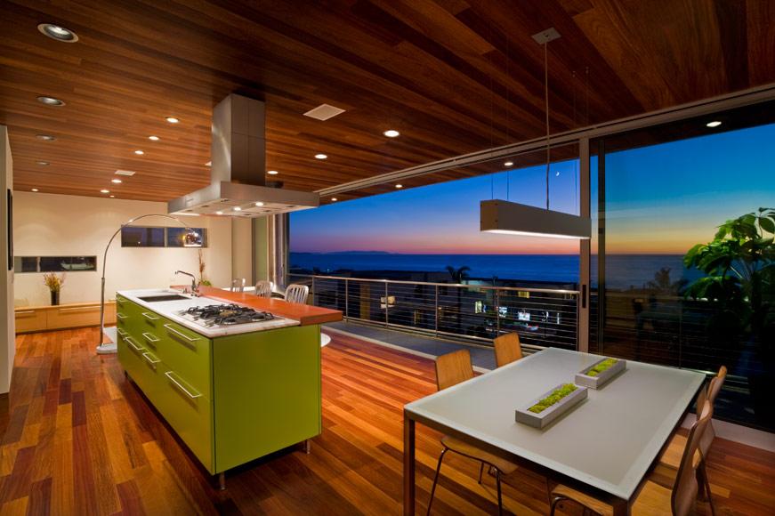 Кухонный остров салатового цвета в интерьере от LEANARCH Inc.
