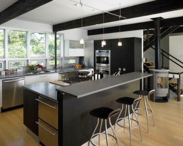 Декор кухни в чёрной гамме с металлическими акцентами