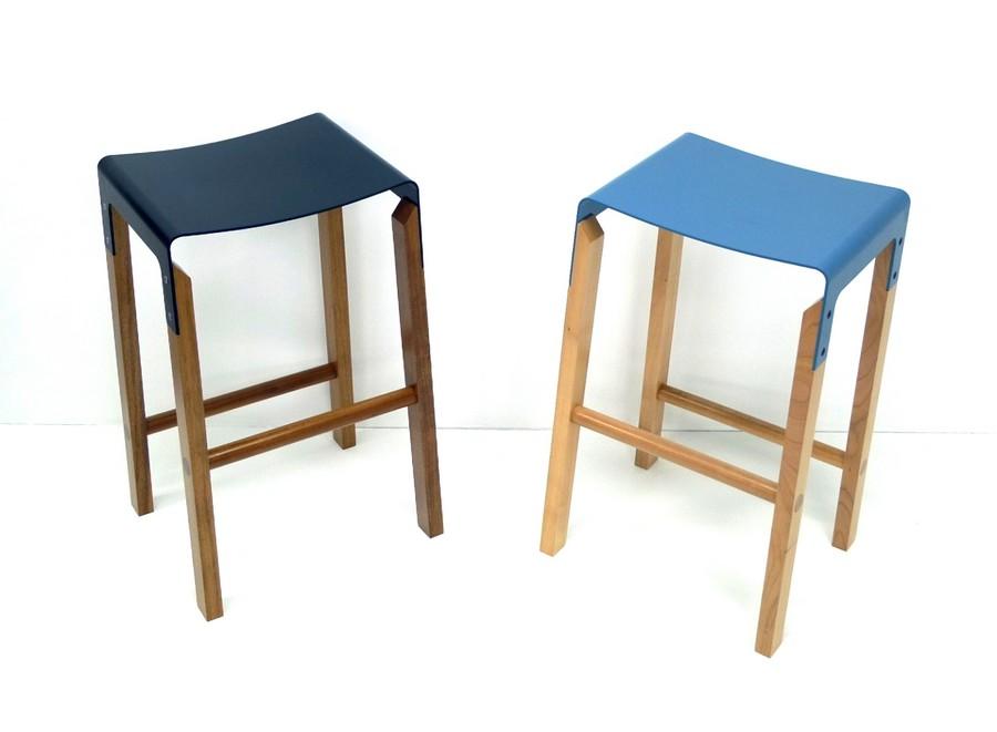 Барные табуреты с деревянными ножками и сиденьями из нержавеющей стали от Cassels Design