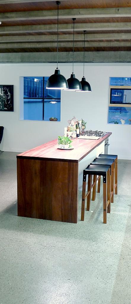 Барные табуреты с кожанными сиденьем коллекции Sapele Composite от Cassels Design