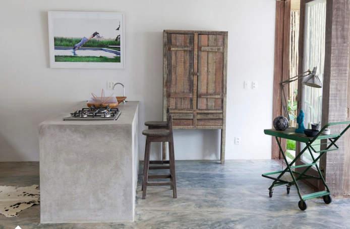 Дизайн острова из бетона в интерьере кухни