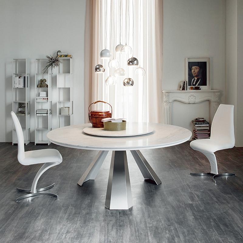 Белый круглый стол с вращающейся в середине подставкой