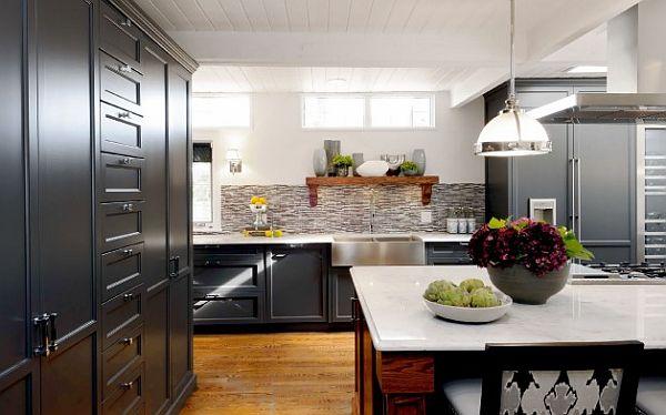 Оригинальный дизайн кухонного гарнитура из тёмного дерева