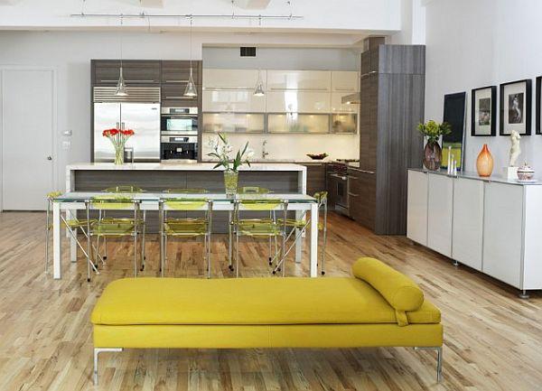 Яркая кушетка в интерьере кухни в стиле модерн