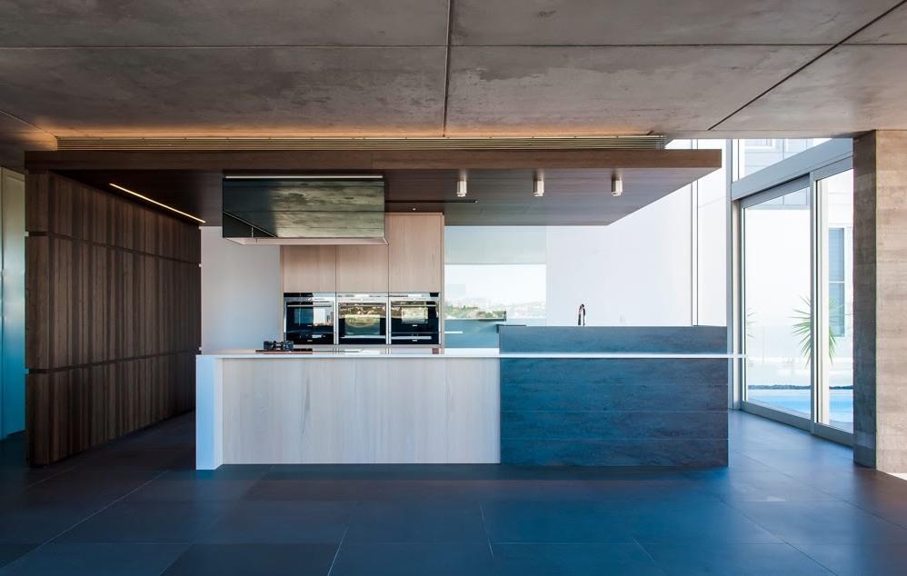 Решение кухни в стиле элегантного минимализма от студии Minosa