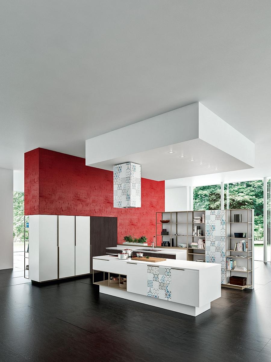 Красные акценты в оформлении светлой кухни