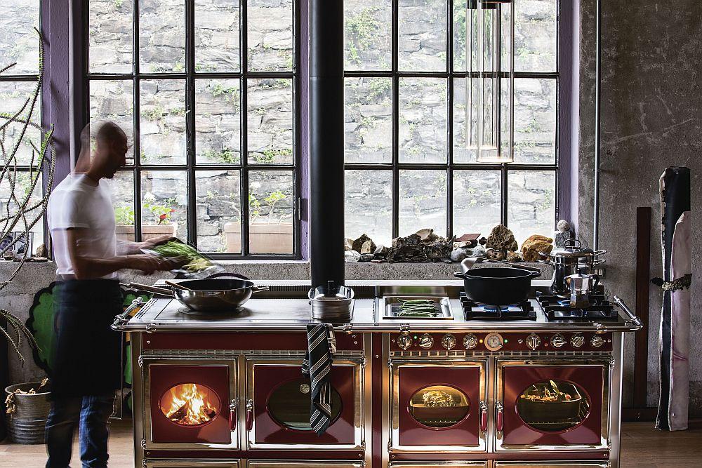 Восхитительный дизайн дровяной печи в современном интерьере кухни