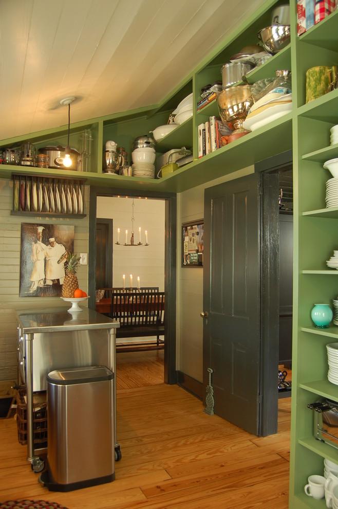 Интересный дизайн кухни в зелёной гамме