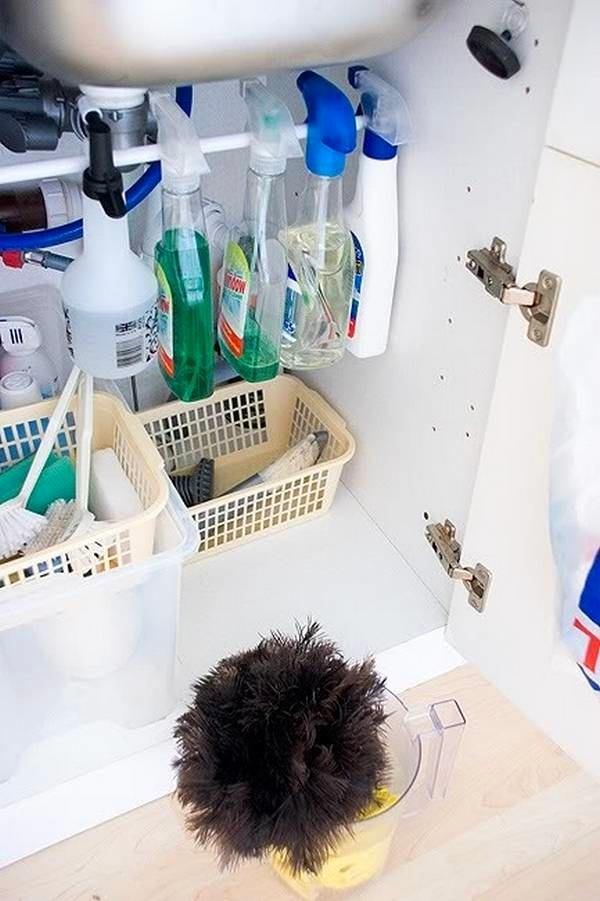 Гениальные способы хранения вещей - уголок для кухонных принадлежностей под мойкой