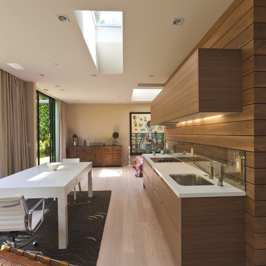 Оригинальный дизайн интерьера функциональной кухни в стиле модерн