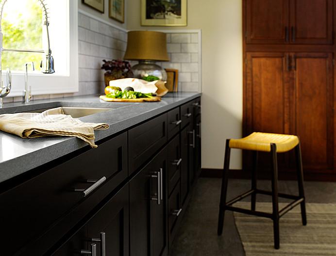 Чёрная кухня в интерьере: роскошь и благородство