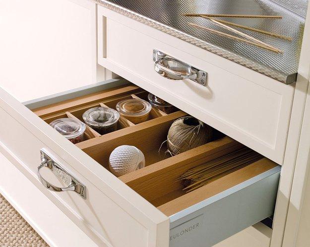 Выдвижной ящик для хранения кухонных аксессуаров