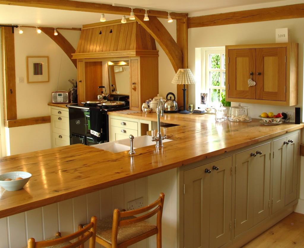 Очаровательные и стильные деревянные кухонные столешницы в интерьере