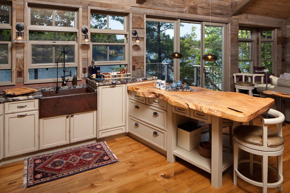 Деревянные кухонные столешницы из необработанного дерева