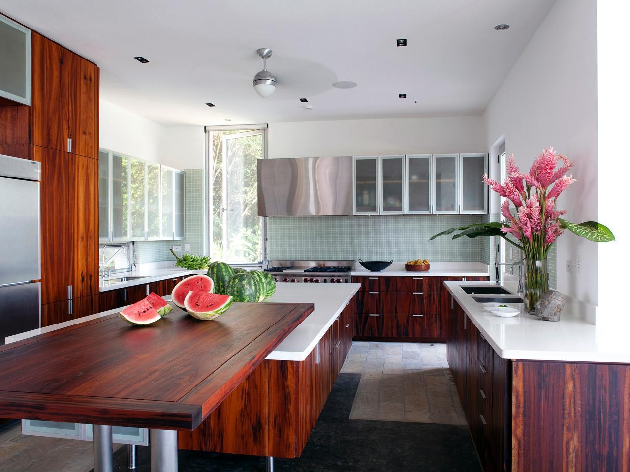 Деревянные кухонные столешницы из темной древесины - фото 3