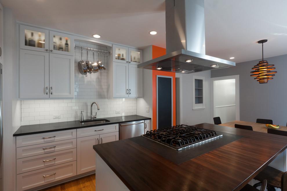 Деревянные кухонные столешницы. Кухонные острова с поверхностью из темного дерева - фото 2