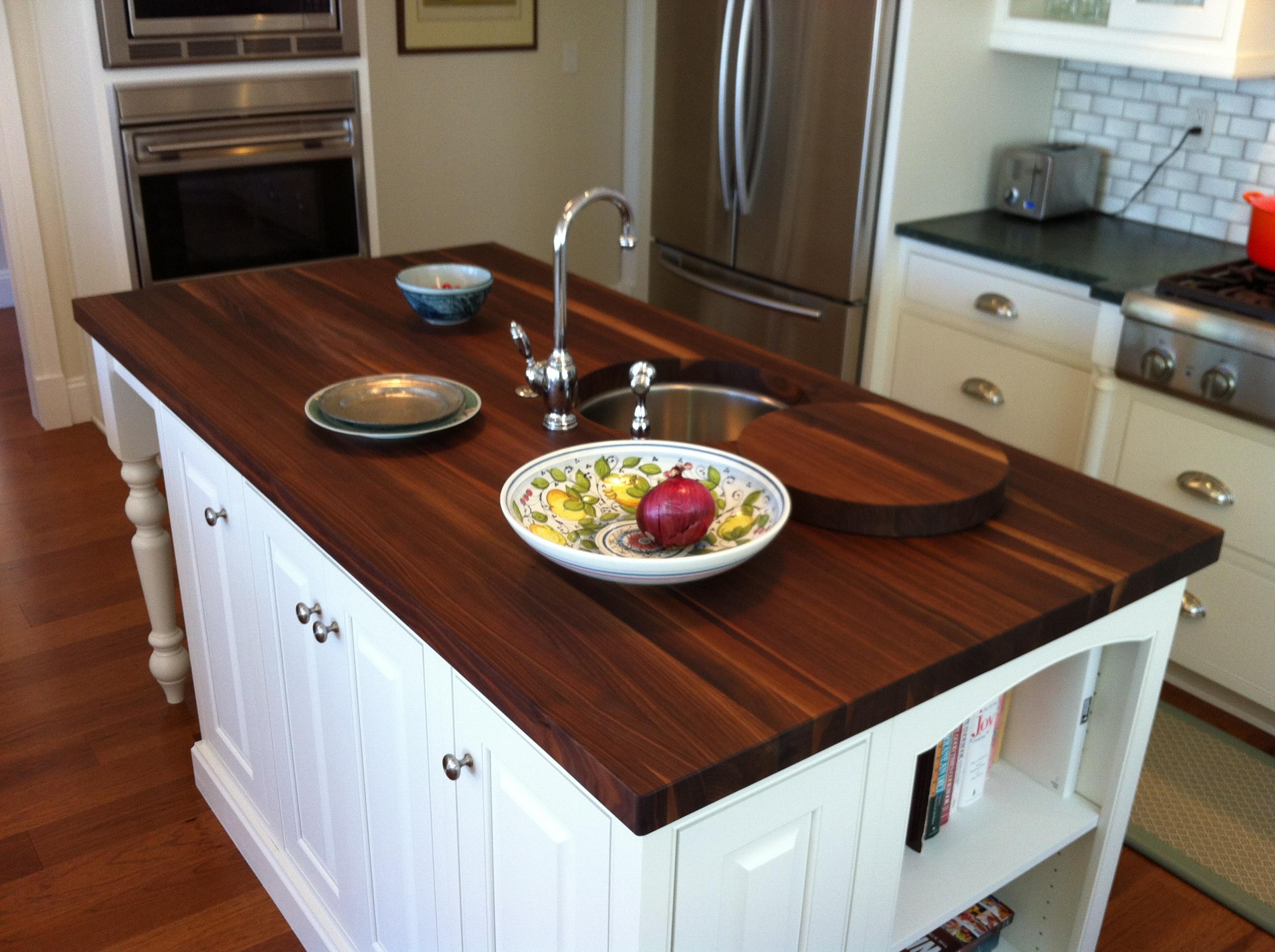 Деревянные кухонные столешницы. Кухонные острова с поверхностью из темного дерева - фото 3