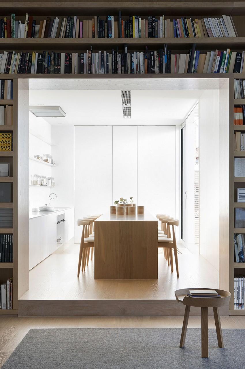 Роскошный деревянный стол на кухне - Фото 1
