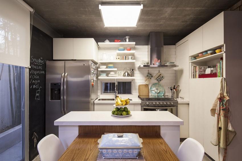 Роскошный деревянный стол на кухне - Фото 3
