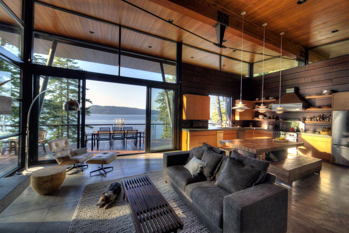 Роскошный деревянный стол на кухне - Фото 6