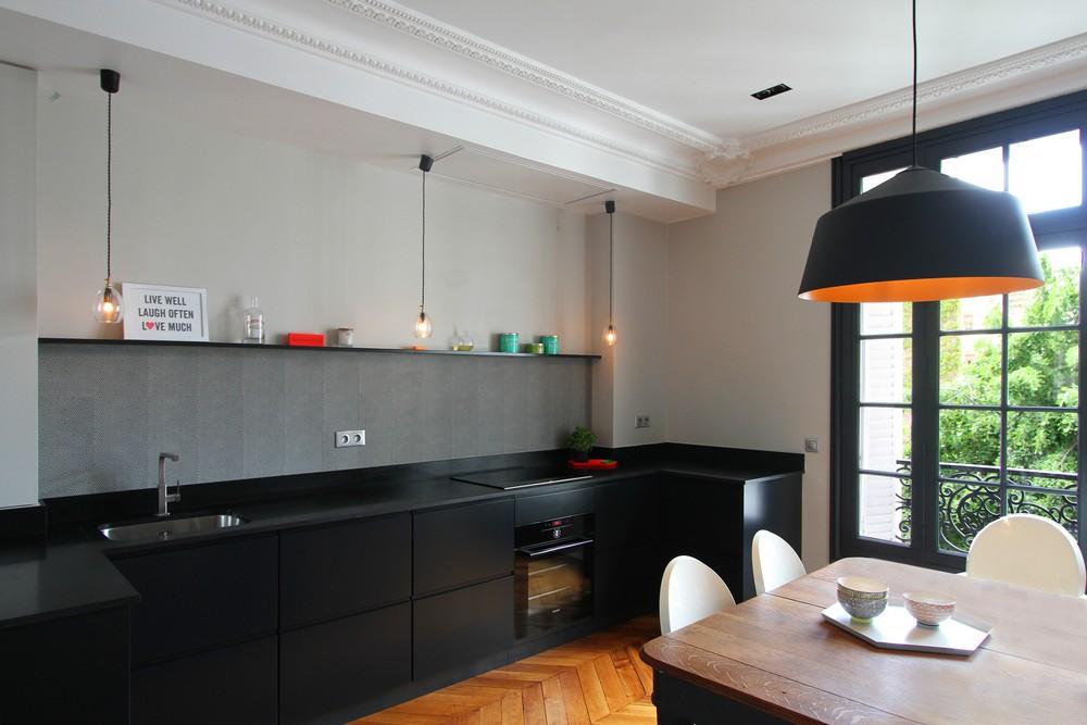 Роскошный деревянный стол на кухне - Фото 7