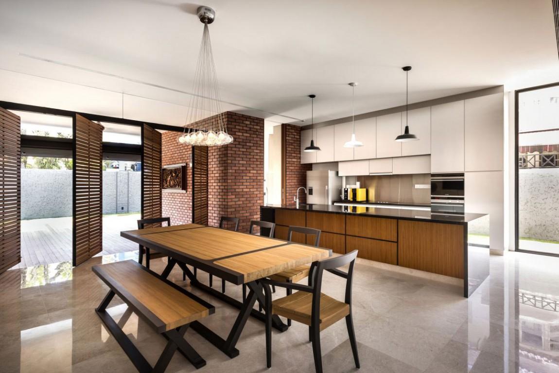 Роскошный деревянный стол на кухне - Фото 14