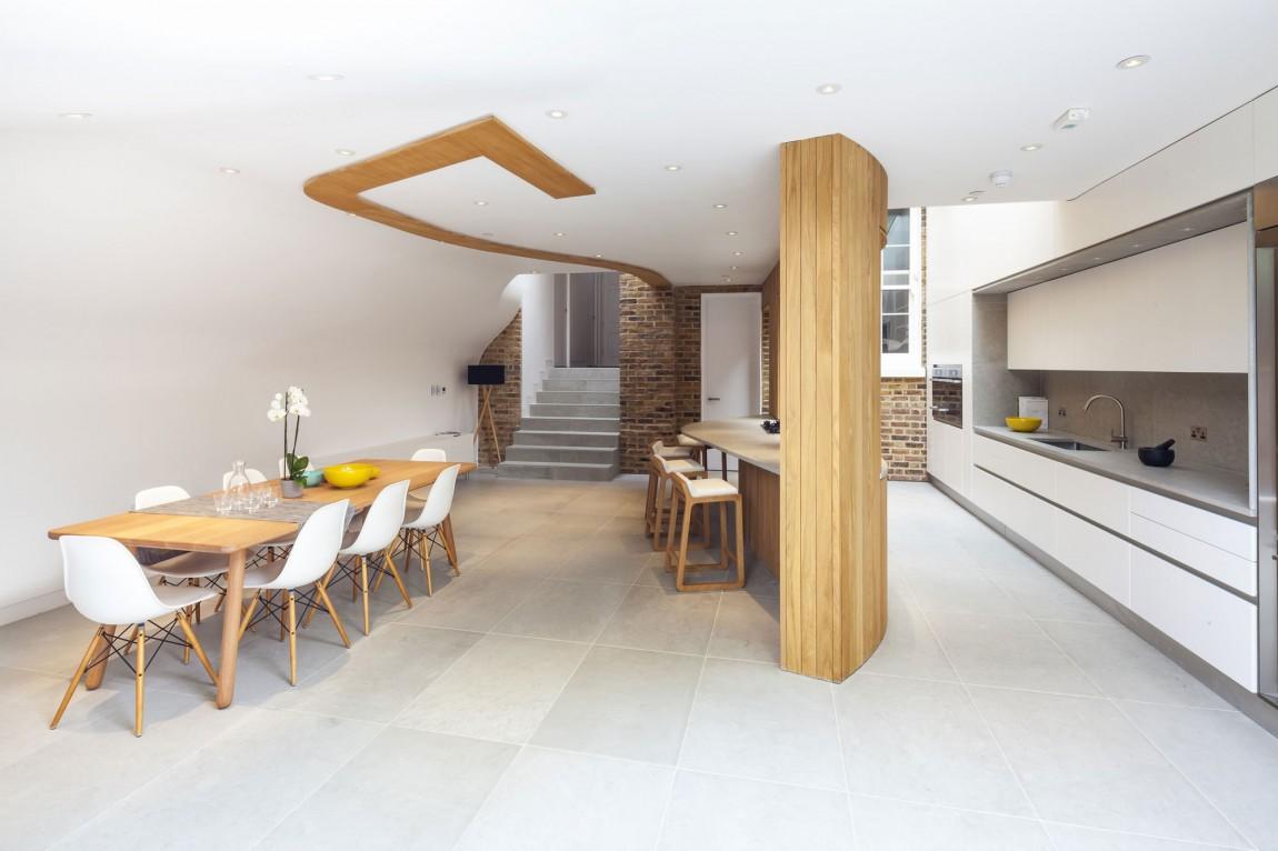 Роскошный деревянный стол на кухне - Фото 16