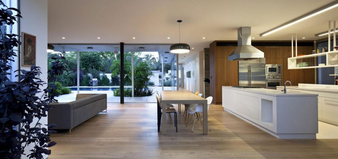 Роскошный деревянный стол на кухне - Фото 18
