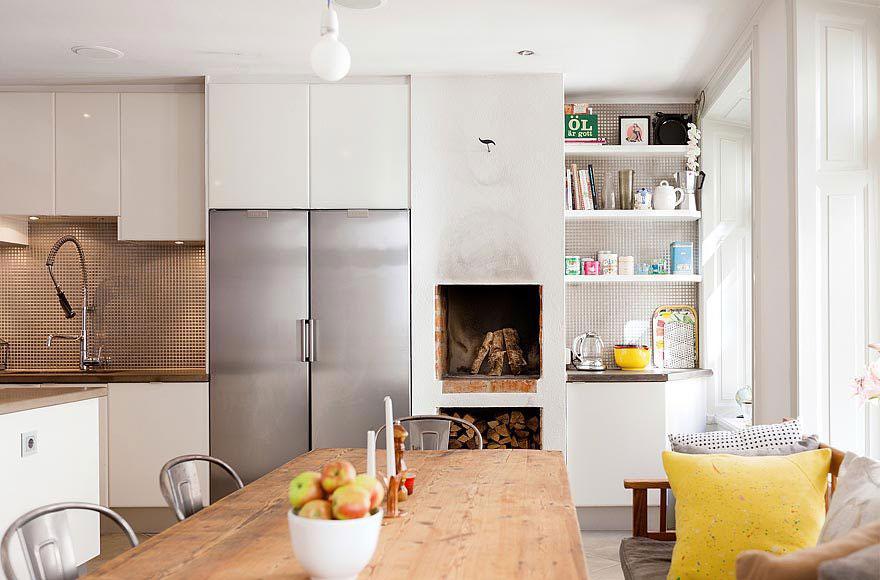 Роскошный деревянный стол на кухне - Фото 25