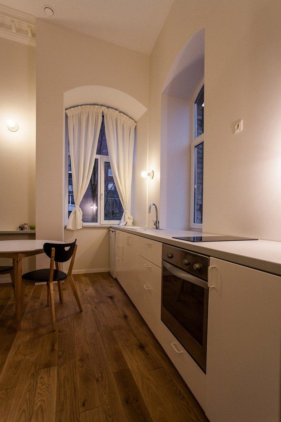 Роскошный деревянный стол на кухне - Фото 29