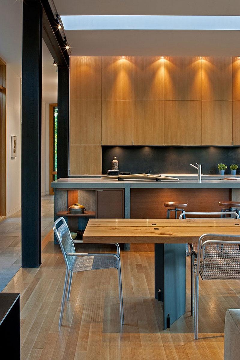 Роскошный деревянный стол на кухне - Фото 33