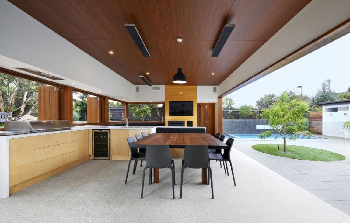 Роскошный деревянный стол на кухне - Фото 36
