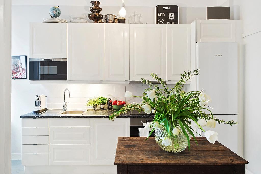 Роскошный деревянный стол на кухне - Фото 41