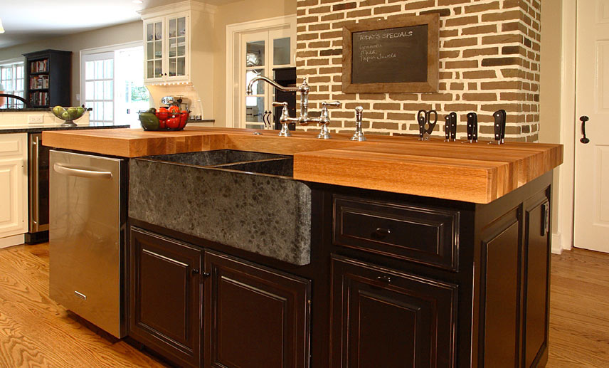 Деревянные кухонные столешницы в светлых тонах - фото 5