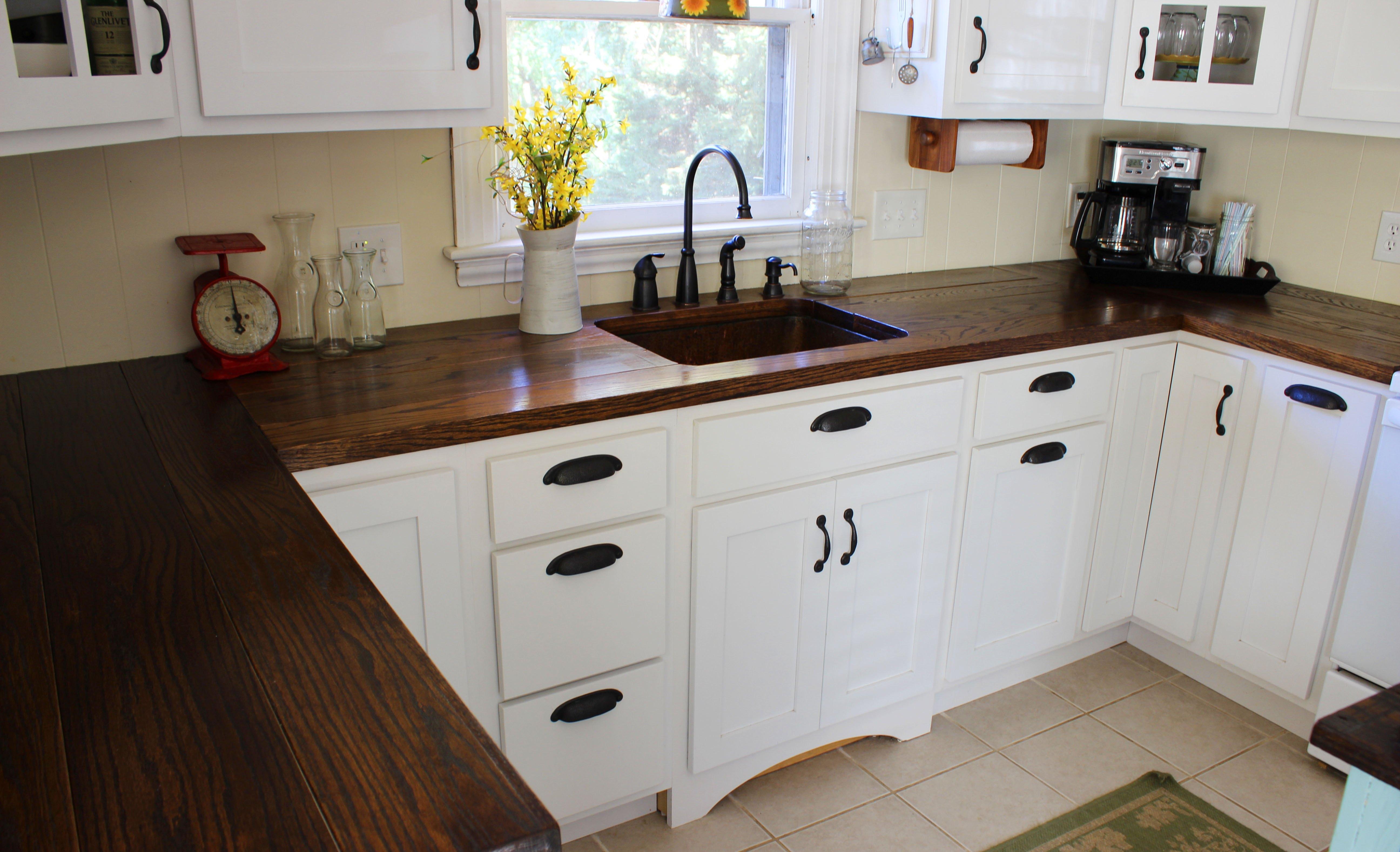 Деревянные кухонные столешницы из темной древесины - фото 1