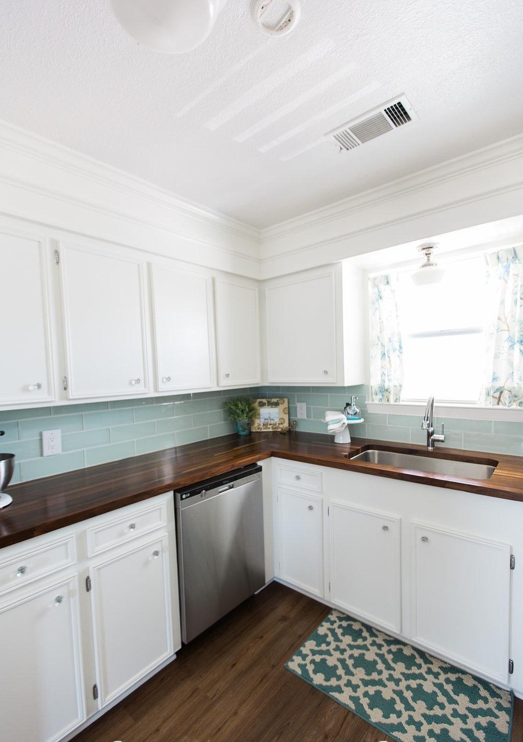 Деревянные кухонные столешницы из темной древесины - фото 2