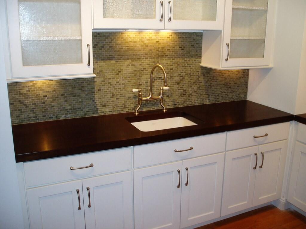 Деревянные кухонные столешницы из темной древесины - фото 4