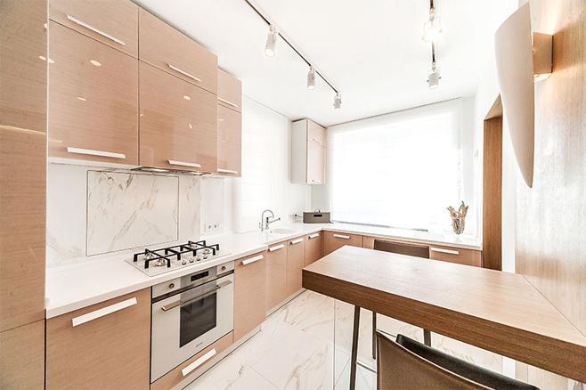 Светло коричневая кухня в интерьере фото