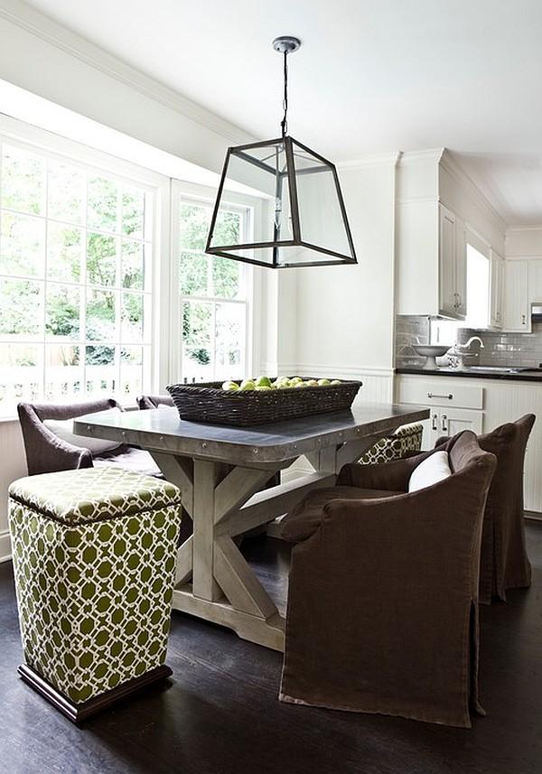 Обеденный стол с металлической столешницей на деревянных ножках