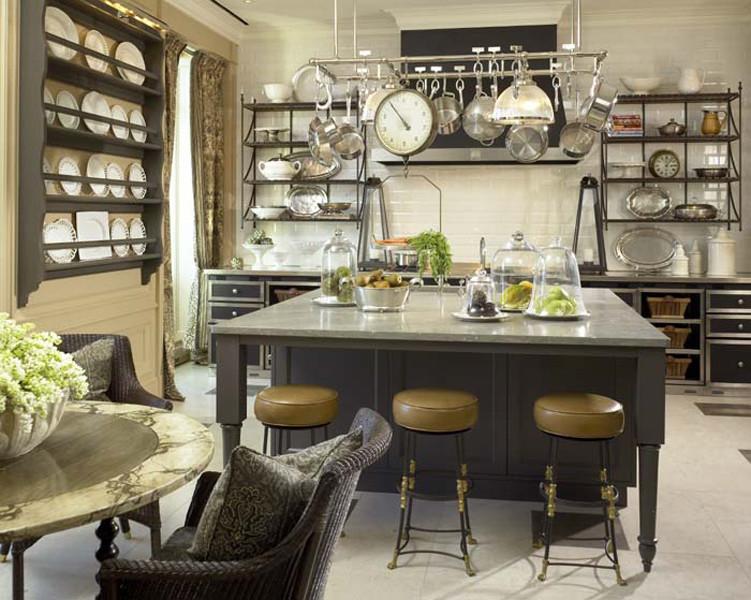 Стильный дизайн интерьера кухни с винтажными элементами декора