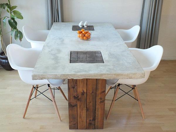 Бетонный стол с деревянными ножками